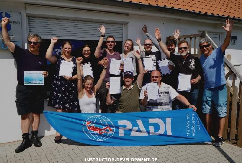 Erfolgreicher IE - PADI Tauchlehrer Prüfung